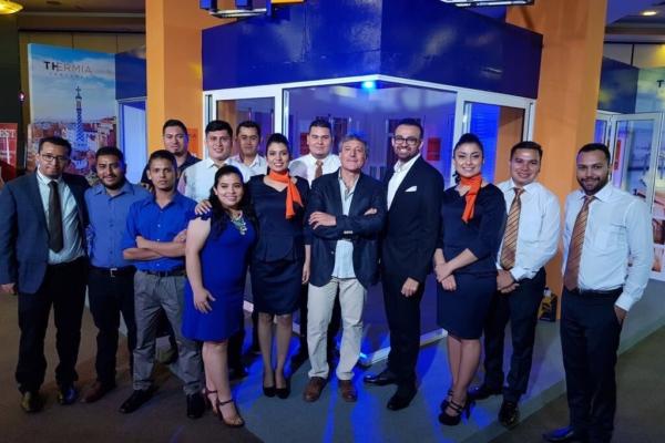 Revolución arquitectónica en El Salvador en puertas y ventanas de aluminio