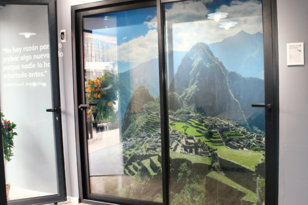Inauguracion-showroom-ventanas-thermia-en-Cusco