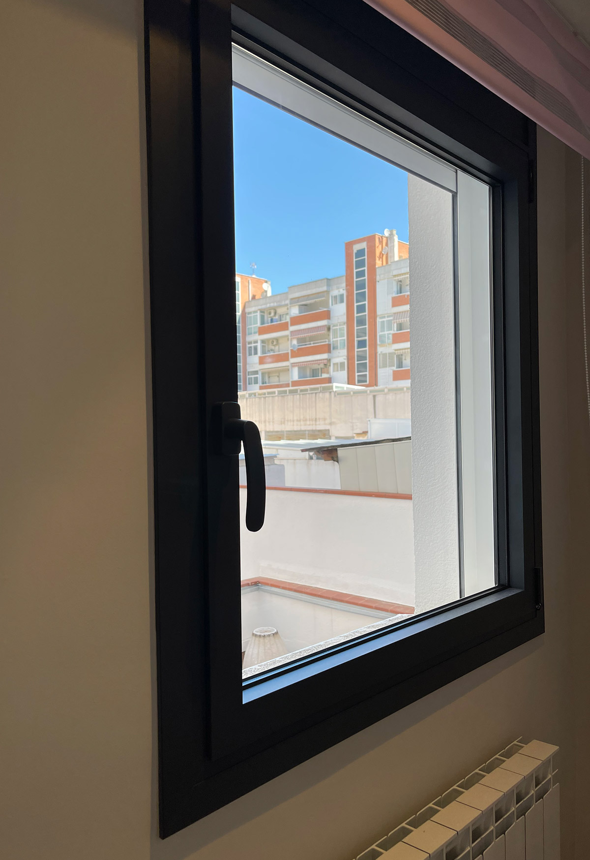 Transformación local en vivienda con ventanas Thermia